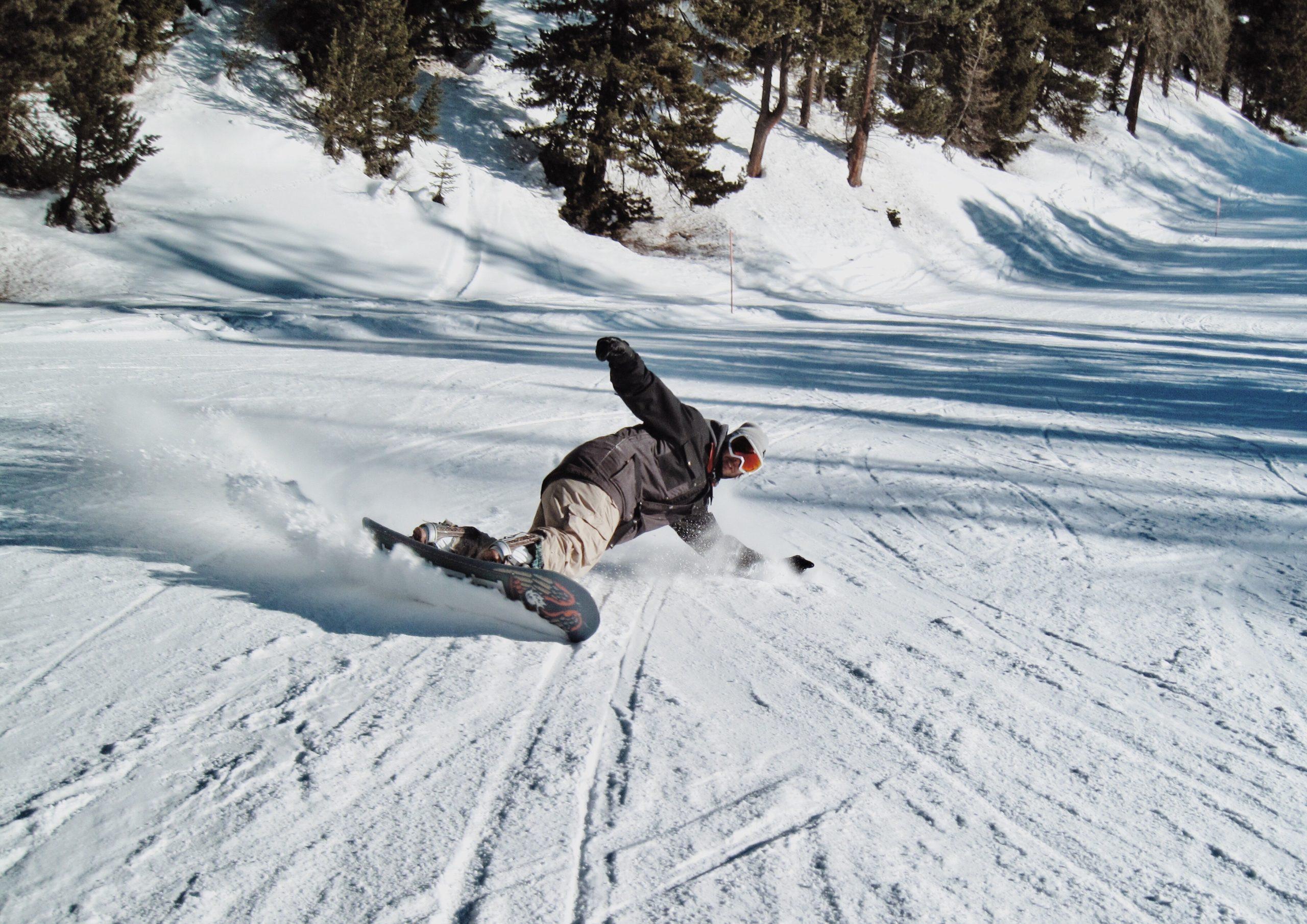 Snowboarding (Unsplash-Emma Paillex)