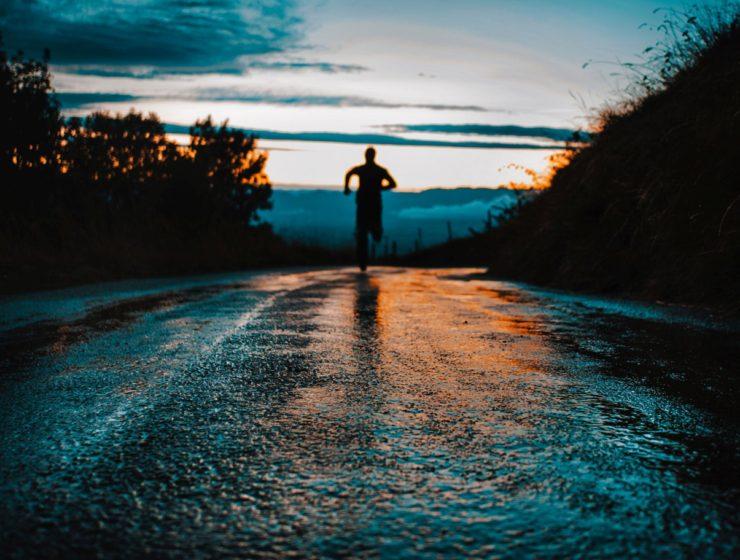 Running-Unsplash-Lucas-Favre
