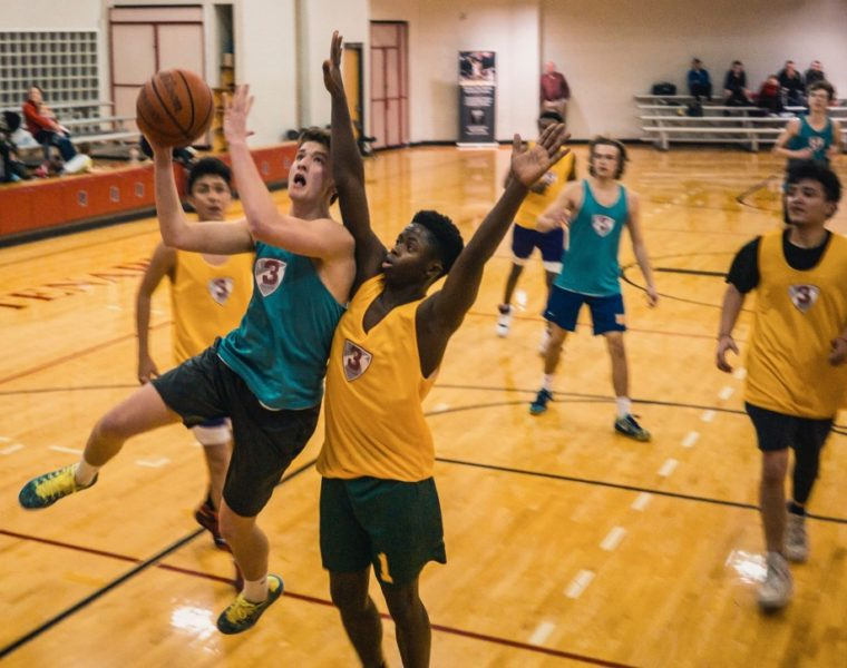 youth basketball (Unsplash-Nik Shuliahin)