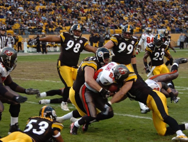 Steelers_defense (Wikimedia-SteelCityHobbies)