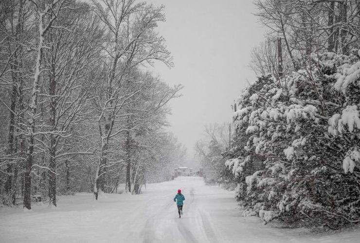 Running in Snow (Unsplash-Vlad Tchompalov)